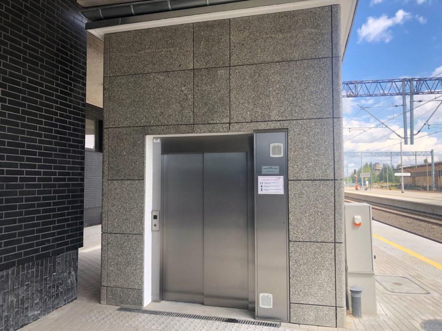 TrainStationLesznoPolandPublicMRL01