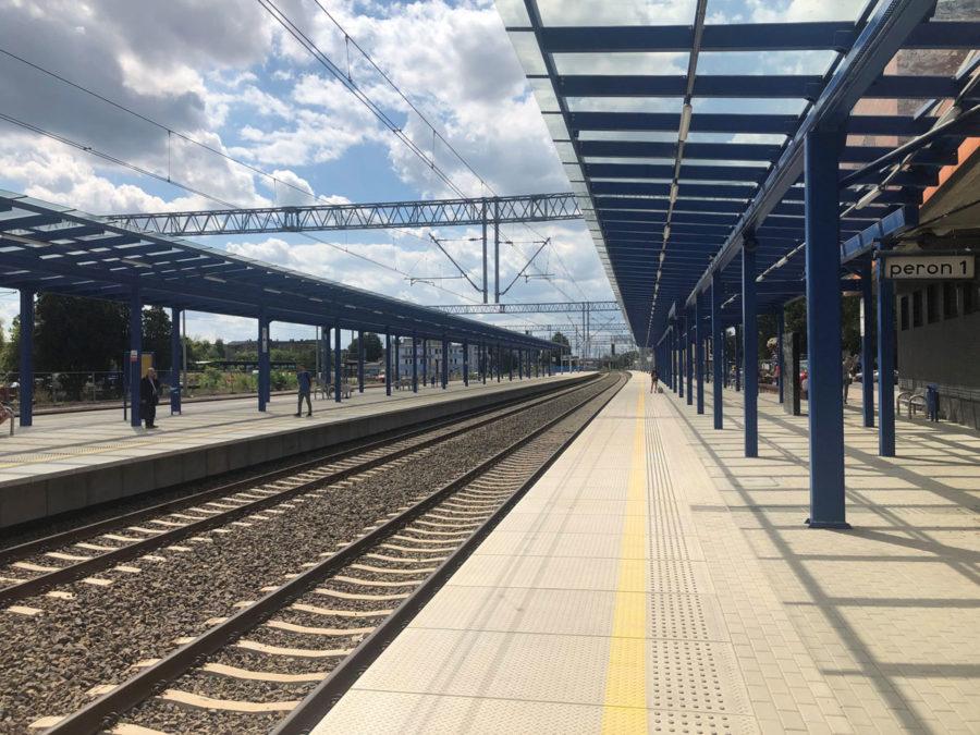 TrainStationLesznoPolandPublicMRL03