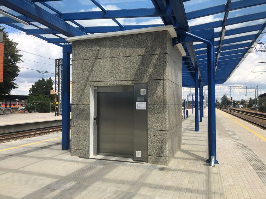 TrainStationLesznoPolandPublicMRL05